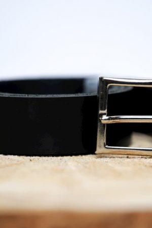 La ceinture minimaliste en cuir boucle carrée