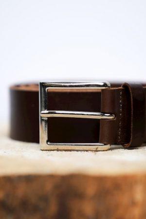 La ceinture de style vintage en cuir boucle carrée